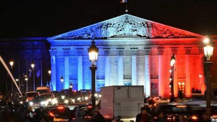 Fransa'da iktidar partisi mecliste çoğunluğu kaybetti