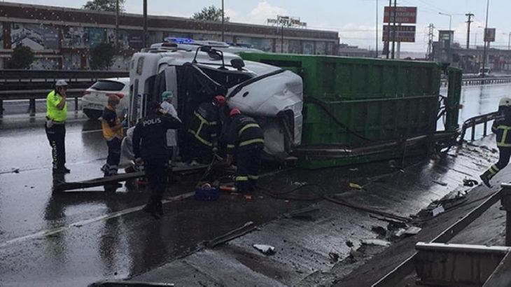 Gebze'de çöp kamyonu devrildi: Temizlik işçisi hayatını kaybetti