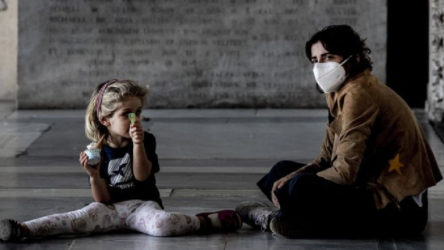 İtalya'da 700 bin çocuk gıda yardımına ihtiyaç duyuyor