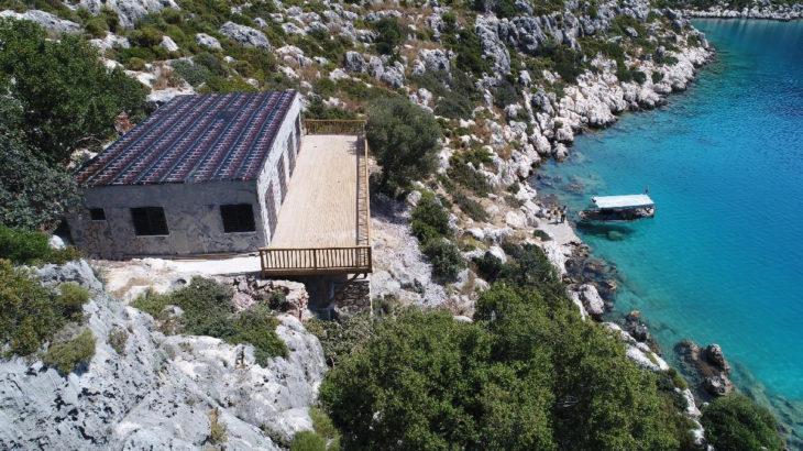 Kekova Koyu'nda sit alanına 48 saatte kaçak villa yaptılar