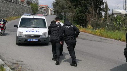 Kocaeli Gebze'de yasağı ihlal eden motosikletliler polisi yumrukladı