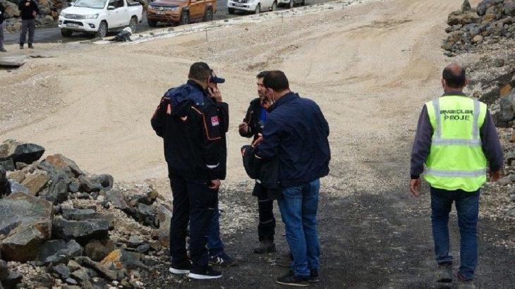 Muş'ta baraj inşaatında iş makinesiyle suya düşen işçi kayboldu