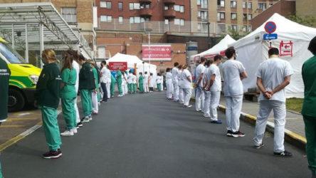 Sağlık çalışanları Başbakan'ı protesto etti