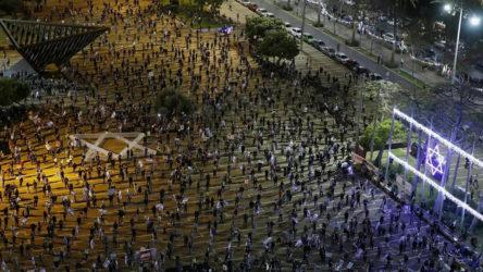 Tel Aviv'de sosyal mesafeli Netanyahu protestosu
