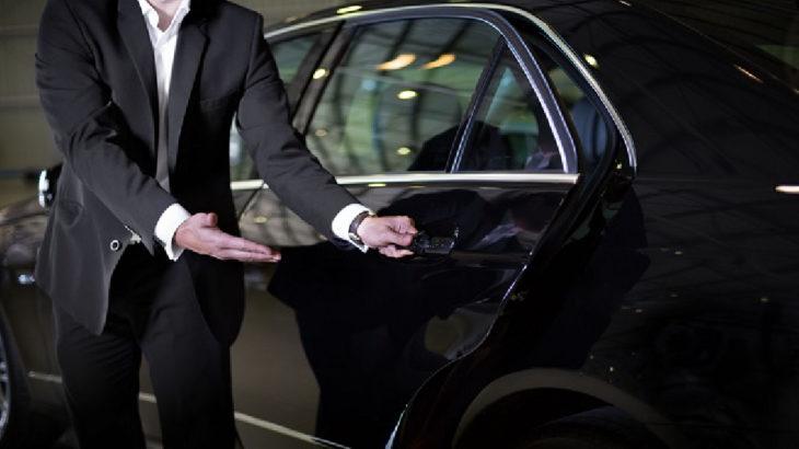 Zenginlere seyahat yasağı yok: Belgelerini VIP araç şirketleri ayarlıyor