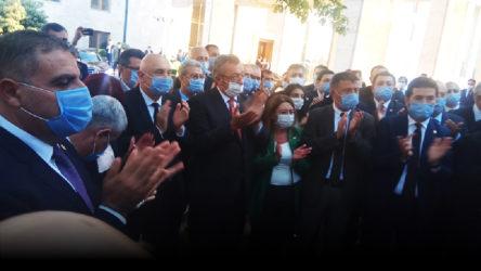 CHP'li vekillerden Anayasa kitapçığı ile protesto