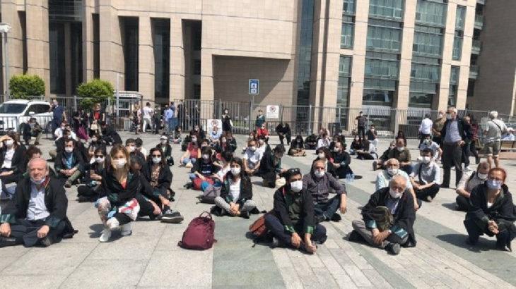 ÇHD'li avukatlar oturma eylemi başlattı