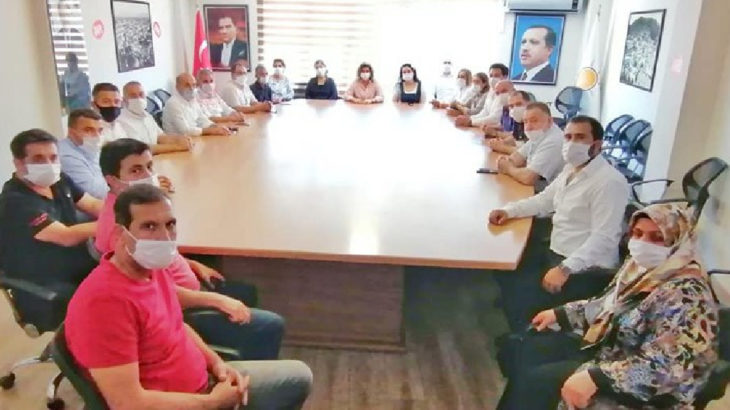 Devlet kurumlarının müdürleri AKP ziyaretinde!