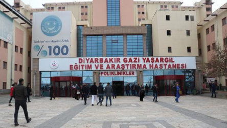 Diyarbakır'da bir öğrenci YKS sınavı çıkışı koronavirüs şüphesiyle hastaneye kaldırıldı
