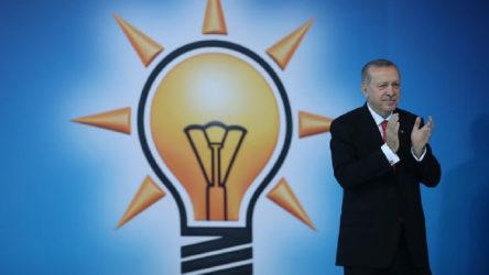 'Küfür, hakaret ve dezenformasyon görünür' kılındı, AKP 'yeşil top'u bitirdi