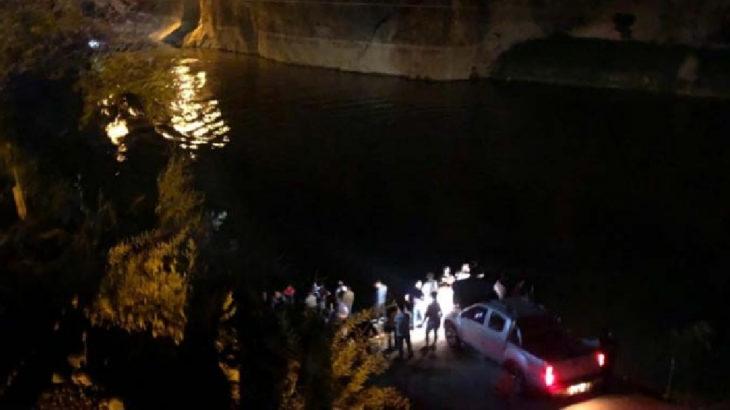 Erzincan Kemaliye'de minibüs nehre uçtu: 4 ölü, 3 yaralı, 1 kayıp