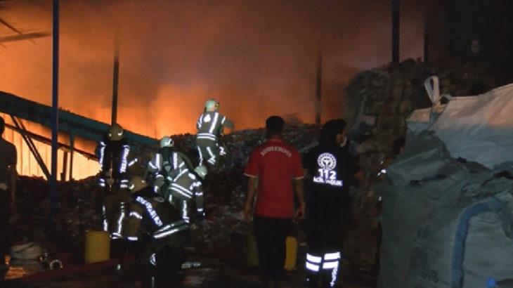 Ümraniye'de katı atık toplama merkezinde yangın