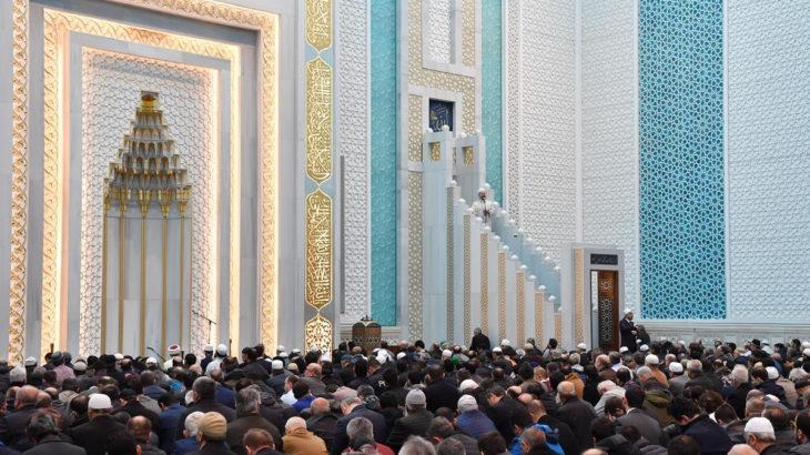 Diyanet: Camileri vakit namazlarında cemaate açıyoruz