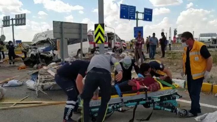 Konya'da tarım işçilerini taşıyan minibüs ile TIR çarpıştı: 6 ölü