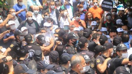 Adana'da yürüyüş yapmak isteyen avukatlara polis müdahalesi