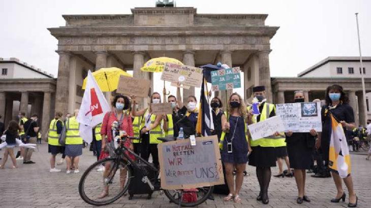 Lufthansa emekçileri sokağa indi: Çalışanlar için sorumluluk alın
