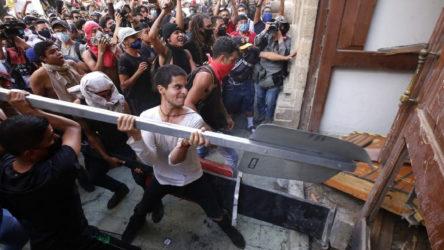 Meksika'da maskesiz işçinin polis tarafından öldürülmesine karşı halk sokağa çıktı