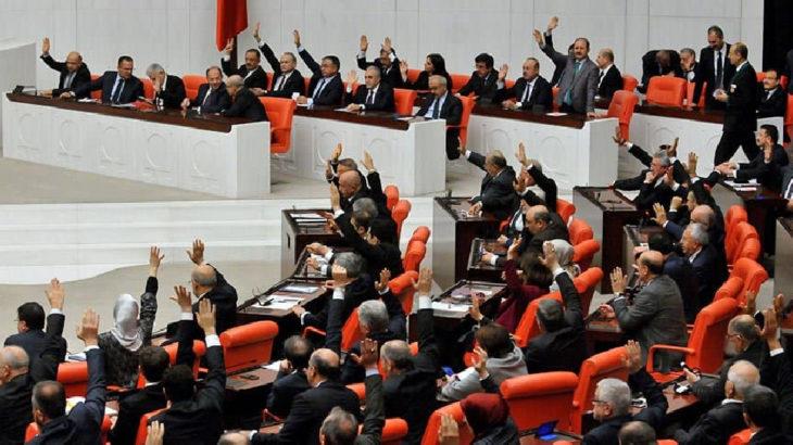 Meclis 'çalışıyor': Üç partinin önerisi de reddedildi