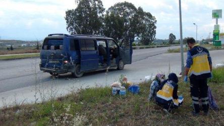 Antalya'da tarım işçilerini taşıyan minibüsle otomobil çarpıştı: Yaralılar var