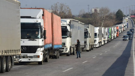 'Sınırda TIR'lardan rüşvet alınıyor'