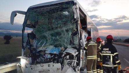 Yolcu otobüsüyle kamyon çarpıştı: 2 ölü, 18 yaralı