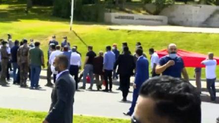 15 Temmuz Anıtı'na yürümek isteyen 'gazi'lere polis engeli