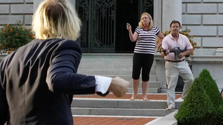 Irkçılık karşıtı protestolarda eylemcilere silah doğrultan ABD'li çifte dava açıldı