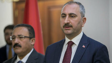 Yargıdaki kavga: Bakan Gül'e karşı