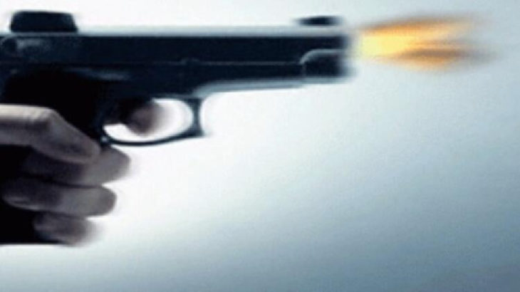 Küçükçekmece'de bir kişi, boşandığı eşini vurup intihar etti