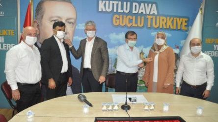 CHP'den istifa eden belediye meclis üyeleri AKP'ye katıldı