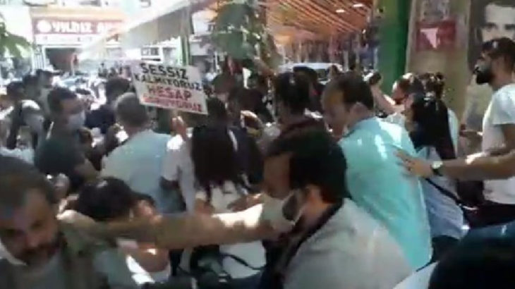 Çocuk istismarı protestosuna polis saldırısı