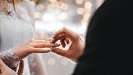 Düğünde koronavirüs: Gelin ve damat da yakalandı