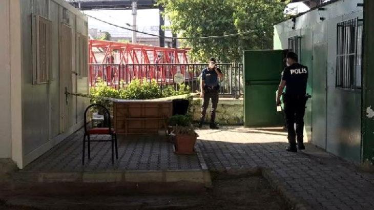 İzmir Konak'ta metro üst geçidi altında ceset bulundu