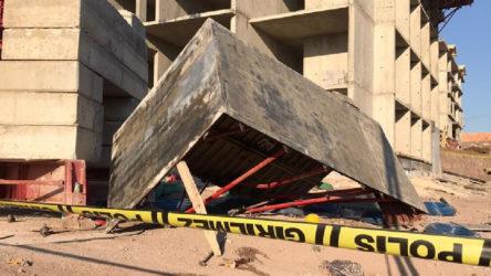 Deprem konutları şantiyesinde iskele çöktü: 3'ü ağır beş işçi yaralı