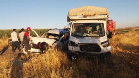 Mardin'de tarım işçilerini taşıyan kamyonet kaza yaptı: 10 yaralı
