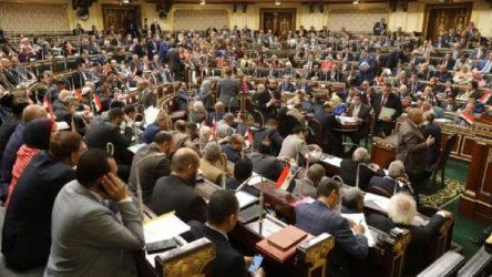 Mısır Parlamentosu Libya'ya asker gönderme tezkeresini onayladı