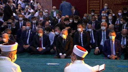 Ayasofya'daki namazda kaçak 'manzara'!