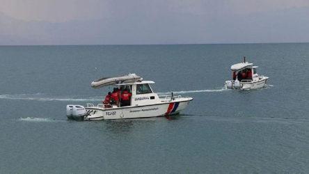 Van Gölü'nde 5 ceset çıkarıldı