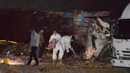 Erzurum'da dinamit yüklü kamyon devrildi: 2 kişi hayatını kaybetti