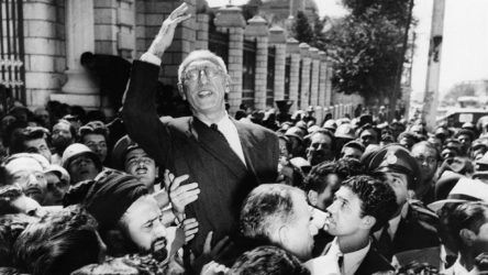 Musaddık'ın devrilmesinde yeni bilgiler: İran'a komünizm gelmesin diye...