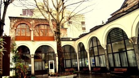 AKP'li vakfın kullandığı 5 asırlık tarihi yapının avlusunda inşaat!