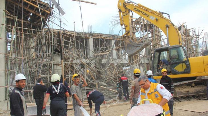 Adana'da inşaat iskelesi çöktü: 2 yaralı