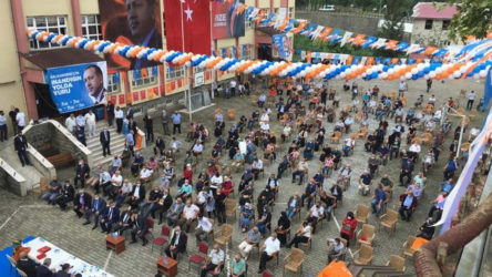 AKP tepkiye rağmen yaptı: MEB'e bağlı okulun bahçesinde kongre