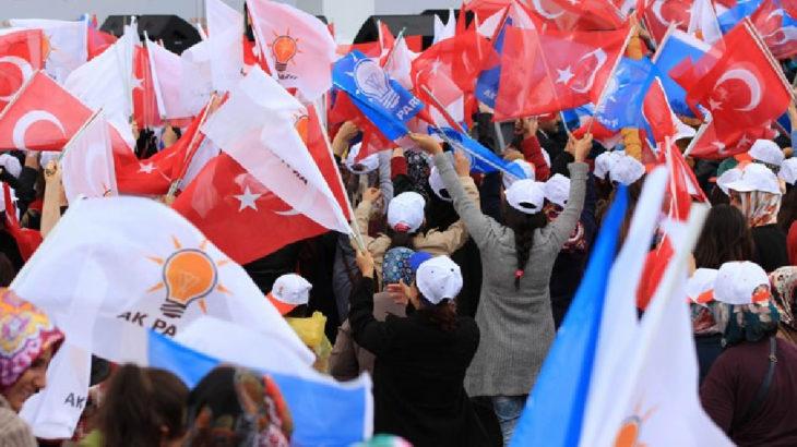 AKP'nin 12 ilçe başkanı istifasını verdi