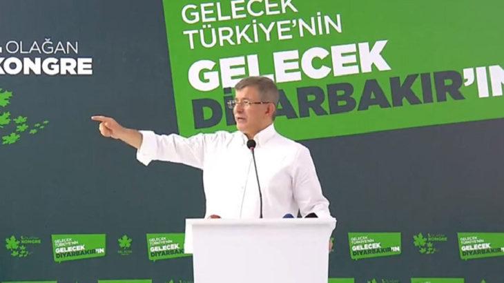 Davutoğlu Diyarbakır'da: Bu koalisyon iktidarının ne ahlaki ne insani ne akli bir çizgisi kalmamıştır