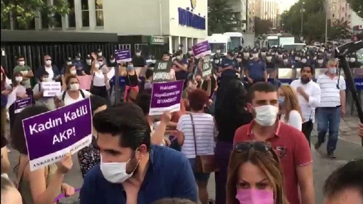 Ankara'da 'İstanbul Sözleşmesi yaşatır' diyen kadınlara polis saldırısı