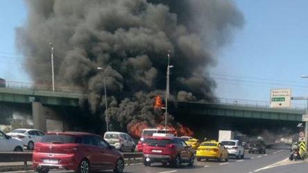 Bakırköy'de metrobüs yanıyor!