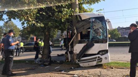 Bursa'da işçi servisi direğe çarptı: 2 ölü 16 yaralı