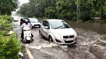 Hindistan'da şiddetli muson yağmuru