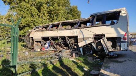 İşçileri taşıyan otobüs devrildi: Ölü ve yaralılar var